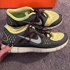 64fcd58e417 Nike Shoes - Women s Nike free run size 10